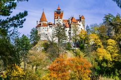 Otręby kasztel, Brasov, Transylvania, Rumunia Jesień krajobrazowy dowcip fotografia stock