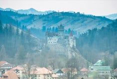 Otręby kasztel, Transylvania, Rumunia - panoramiczny widok fotografia royalty free