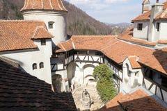 Otręby kasztel - wewnętrzny podwórze, Transylvania, Rumunia zdjęcie royalty free