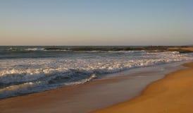 Otra Dawn Take en la playa de Cavaleiros, RJ, Macae, el Brasil foto de archivo