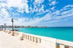 Otranto, Apulien - Ausblick von der Promenade von Otranto in Italien lizenzfreie stockfotos