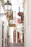 Otranto, Apulien - ein reizender Durchgang innerhalb der alten Stadt von Otran lizenzfreie stockbilder