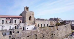 Otranto med Alfonsina Gate, Apulia, Italien arkivfilmer