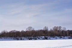 otro riverbank del invierno fotografía de archivo