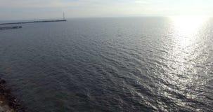 Otro sol frío de la primavera sobre la bahía de Pomorian en Bulgaria almacen de metraje de vídeo
