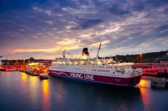 Otta i porten av Marienhamn, färja Viking Line Rosel Royaltyfri Bild