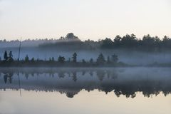 Ottadimma på en tyst sjö Arkivfoton