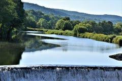Ottauquechee flod, Quechee by, stad av Hartford, Windsor County, Vermont, Förenta staterna royaltyfria foton