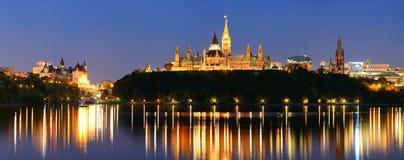 Ottawa alla notte Fotografie Stock