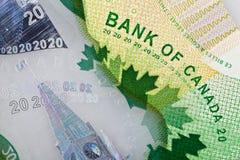 Ottawa, Canadá, Avril 13, 2013, close up extremo de notas de dólar novas do polímero vinte Imagens de Stock