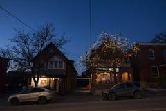 OTTAWA KANADA, LISTOPAD, - 10, 2018: Typowi północnoamerykańscy drewniani domy w mieszkaniowej ulicie w jesieni w Ottawa, Onta zdjęcia stock