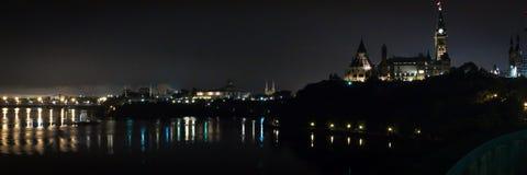 Ottawa nattpanorama royaltyfria foton