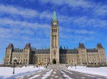 Ottawa parlament i vintertid royaltyfria foton