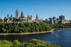 OTTAWA parlamentu budynków widok NA letnim dniu zdjęcia stock