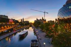Ottawa Rideau kanal på skymning Fotografering för Bildbyråer