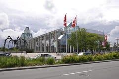 Ottawa, 26th Czerwiec: National Gallery Kanada budynek od śródmieścia Ottawa obrazy royalty free