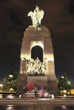 Ottawa - Wachten bij het Nationale Gedenkteken van de Oorlog bij Nacht Stock Fotografie