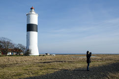 鸟的监视人在Ottenby灯塔 免版税库存照片
