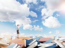 Ottenendo conoscenza attraverso i libri Immagini Stock