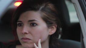 Ottenere della donna ha tirato più dal hd della polizia 1080p stock footage