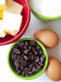 Ottenere pronto da cuocere - vista direttamente sopra gli ingredienti bollenti fotografie stock