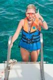 Ottenere pronto per un'immersione subacquea Fotografie Stock
