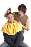 Ottenere un taglio di capelli fotografia stock libera da diritti