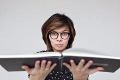Ottenga i libri di lettura di hobby o di istruzione Immagine Stock
