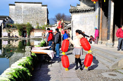 Ottenga la ragazza della lanterna in Hong Village Fotografia Stock