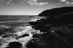 Otter Cliffs and the Atlantic Ocean in Acadia National Park, Mai Royalty Free Stock Photography