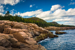 Otter Cliffs and the Atlantic Ocean in Acadia National Park, Mai Stock Photos