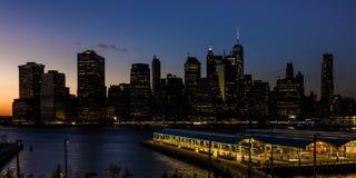 24 ottobre 2016 - BROOKLYN NEW YORK - orizzonte di New York come visto da Brooklyn al tramonto Fotografia Stock Libera da Diritti