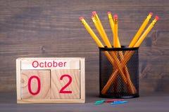 Ottobre 2 calendario di legno del primo piano Pianificazione di tempo e fondo di affari Fotografie Stock
