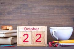 22 ottobre calendario di legno del primo piano Pianificazione di tempo e fondo di affari Fotografia Stock