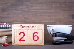 26 ottobre calendario di legno del primo piano Pianificazione di tempo e fondo di affari Immagine Stock