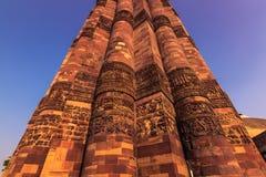 27 ottobre 2014: Dettaglio del minareto del Qutb Minar in nuovo Fotografie Stock Libere da Diritti