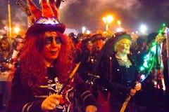 17 ottobre 2015, Hastings, Regno Unito, donne si è agghindato per la processione annuale del falò Immagini Stock Libere da Diritti