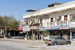 21 ottobre 2015, l'Oman, Salalah, alloggia i negozi vicino a vecchio souq del sultanato Medio Oriente Fotografie Stock Libere da Diritti