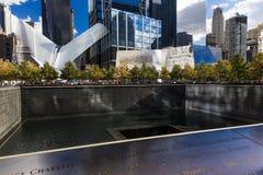 24 ottobre 2016 - New York, NY - il terminale del sottopassaggio di Oculos e nuovo Freedom Tower, il World Trade Center, Lower Ma Fotografie Stock Libere da Diritti