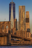 24 ottobre 2016 - NEW YORK - ponte di Brooklyn e World Trade Center delle caratteristiche una dell'orizzonte di Manhattan ad alba Fotografia Stock