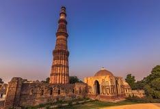 27 ottobre 2014: Rovine del Qutb Minar a Nuova Delhi, India Fotografia Stock