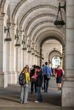 2 ottobre 2014: Washington, DC - la gente che attraversa through l'unione Immagine Stock