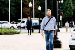 2 ottobre 2014: Washington, DC - la gente che attraversa through l'unione Fotografie Stock Libere da Diritti
