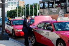 2 ottobre 2014: Washington, DC - la gente che attraversa through l'unione Fotografia Stock