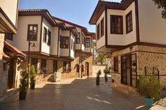 Ottomaneherenhuizen in het historische kwart van Kaleici van Antalya Stock Afbeeldingen