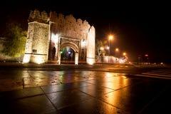 Ottomanstilfästning och nattgata Arkivfoto