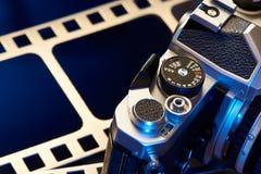 Otturatore che drizza il film SLR della leva immagine stock