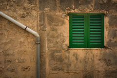 Otturatore verde della finestra fotografia stock libera da diritti