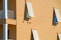 Otturatori della tempesta sulla casa litoranea Fotografia Stock Libera da Diritti