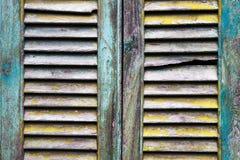 Otturatori di legno della finestra di vecchio lerciume Fotografie Stock Libere da Diritti